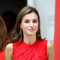 Doña Letizia enseña a Susana Díaz cómo lucir un vestido rojo y brillar como solo ella sabe