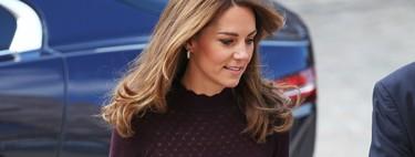 Kate Middleton arriesga (y gana) con este look low cost que podemos copiar por muy poco