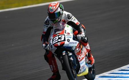 Niccolò Antonelli se lleva una caótica carrera de Moto3 y los españoles empiezan sin podio en Jerez