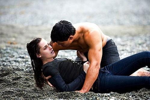 Foto de Fotos inéditas de Jacob Black (Taylor Lautner) seduciendo a Bella Swan (Kristen Stewart) (1/5)
