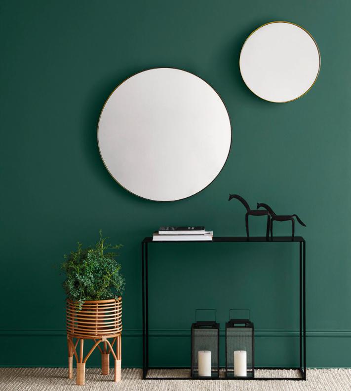 Espejo de pared redondo Adele Room - El Corte Inglés. Pertenece a Colección de salón con sofá de terciopelo Coimbra El Corte Inglés