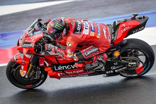 ¡Hay mundial! Pecco Bagnaia lidera el triplete de Ducati en Misano y Fabio Quartararo hace su peor qualy en MotoGP