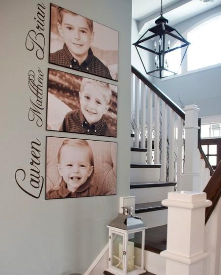 Decora una pared con las fotos y los nombres de tus hijos
