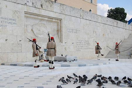 Un cambio de guardia al estilo griego