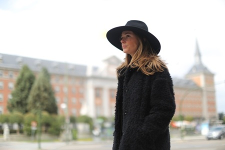 Clochet Streetstyle Zara Flared Jeans Celine Trio