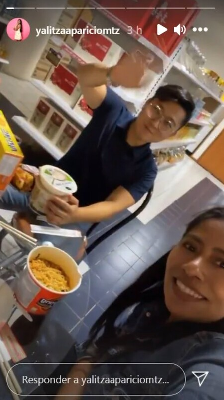 El Youtuber Cristian Kim invita a la actriz mexicana Yalitza Aparicio a probar comida coreana por primera vez