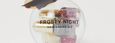 Ya sea colgados en el árbol o en nuestro neceser, con estos kits de esmaltes de uñas de  presumiremos de manicura festiva esta Navidad 2020
