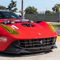 Con este Ferrari F12 Berlinetta firmado por Aaron Kaufman te explotará la cabeza: 1.500 CV y dos gigantescos turbos asomando desde el capó