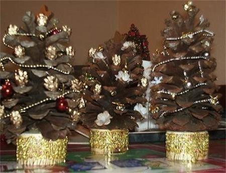 árboles piñas navidad