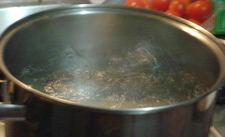 Ahorra agua reutilizando la de tus verduras cocidas