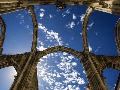 Un templo gótico a techo descubierto: la Iglesia do Carmo en Lisboa