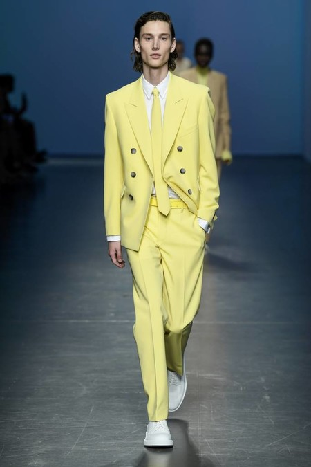 Harry Styles Yellow Suit Trend Spring Summer 2020 Trendencias Hombre 03