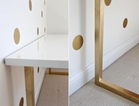 da un toque de glamour a tus mesas de ikea pintando sus patas de dorado. Black Bedroom Furniture Sets. Home Design Ideas