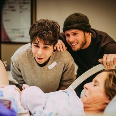 Una abuela da a luz a su nieta, para que su hijo y su marido logren cumplir el sueño de ser padres