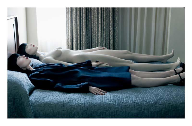 Foto de Megan Fox frente a su doble desnudo en un magnífico editorial para Interview (4/8)