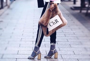 Sandalias con calcetines para las noches de fiesta, ¿apto para nuestro entorno?