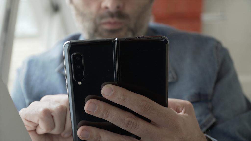 La nueva patente de Samsung℗ muestra un terminal plegable con doble pantalla