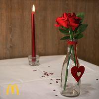 """Sprite en copa, platos de papel y rosas de plástico: el menú """"romántico"""" de San Valentin en McDonald's"""