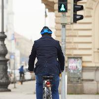 No, el Plan Renove 2020 no contempla ayudas para comprar bicicletas ni patinetes eléctricos, pero sí existen subvenciones