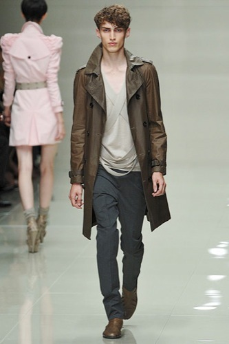 Burberry Prorsum mostró más de su Primavera-Verano 2010 en la Semana de la Moda de Londres II