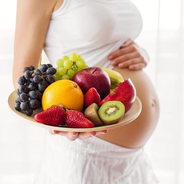 Claves para una alimentación sana para la madre y su bebé, según la nueva 'Guía de Nutrición en el embarazo'