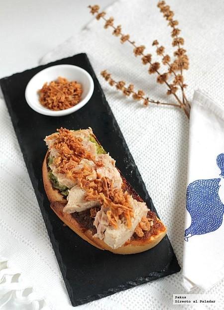 Tosta doble pesto con atún natural. Receta de aperitivo