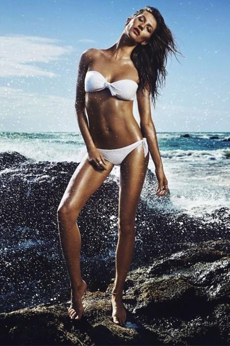 H&M está que lo peta: Gisele Bündchen su nueva imagen de bañadores
