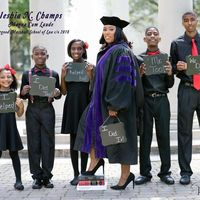 """""""¡Lo logramos!"""", el mensaje de unos hijos en la graduación de su madre que nos recuerda la importancia de luchar por los sueños"""