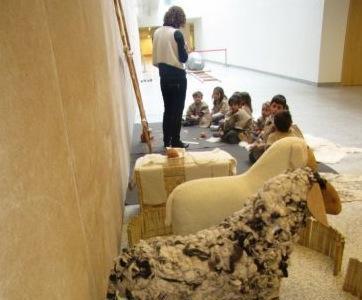 """Los niños viajan al Neolítico en el taller infantil """"Neolitics y los pequecultores"""", en Burgos"""