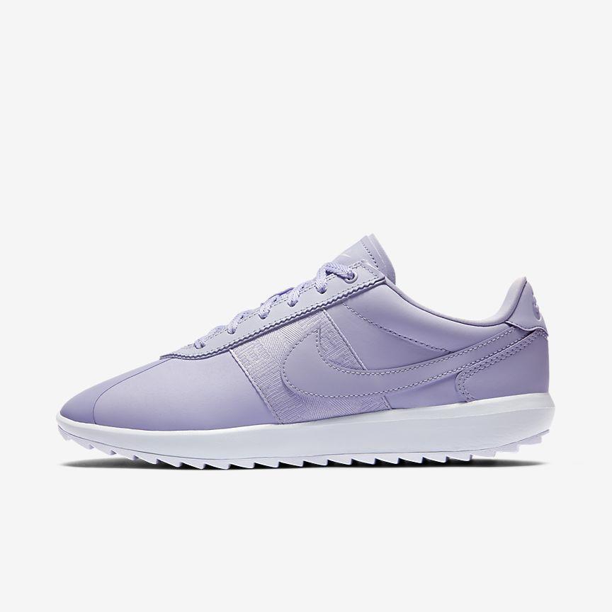 Las Nike Cortez G combinan el estilo de las Nike Cortez originales con una suela exterior de gran agarre diseñada para el campo de golf.