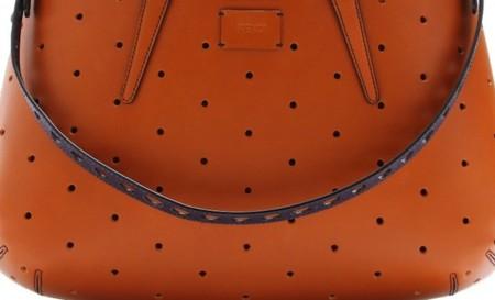 Clonados y pillados: el bolso perforado de Fendi en el punto de mira