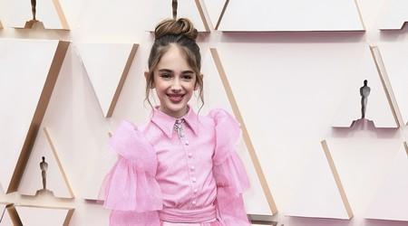 Julia Butters hace su debut en la alfombra de los Oscar 2020 con un estilismo perfecto para ella (como todos los demás)