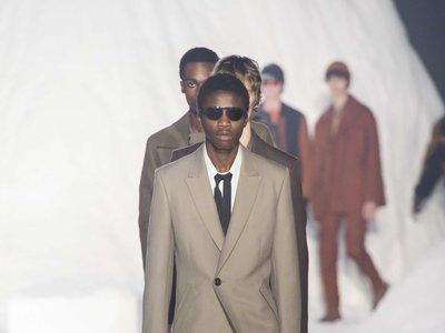 Ermenegildo Zegna abre la Fashion Week de Milán presentando un particular accesorio: la corbata doble