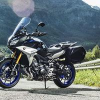 Las Yamaha Tracer 900 y Tracer 900GT están más equipadas que nunca y ya tienen precio oficial: desde 11.499 euros