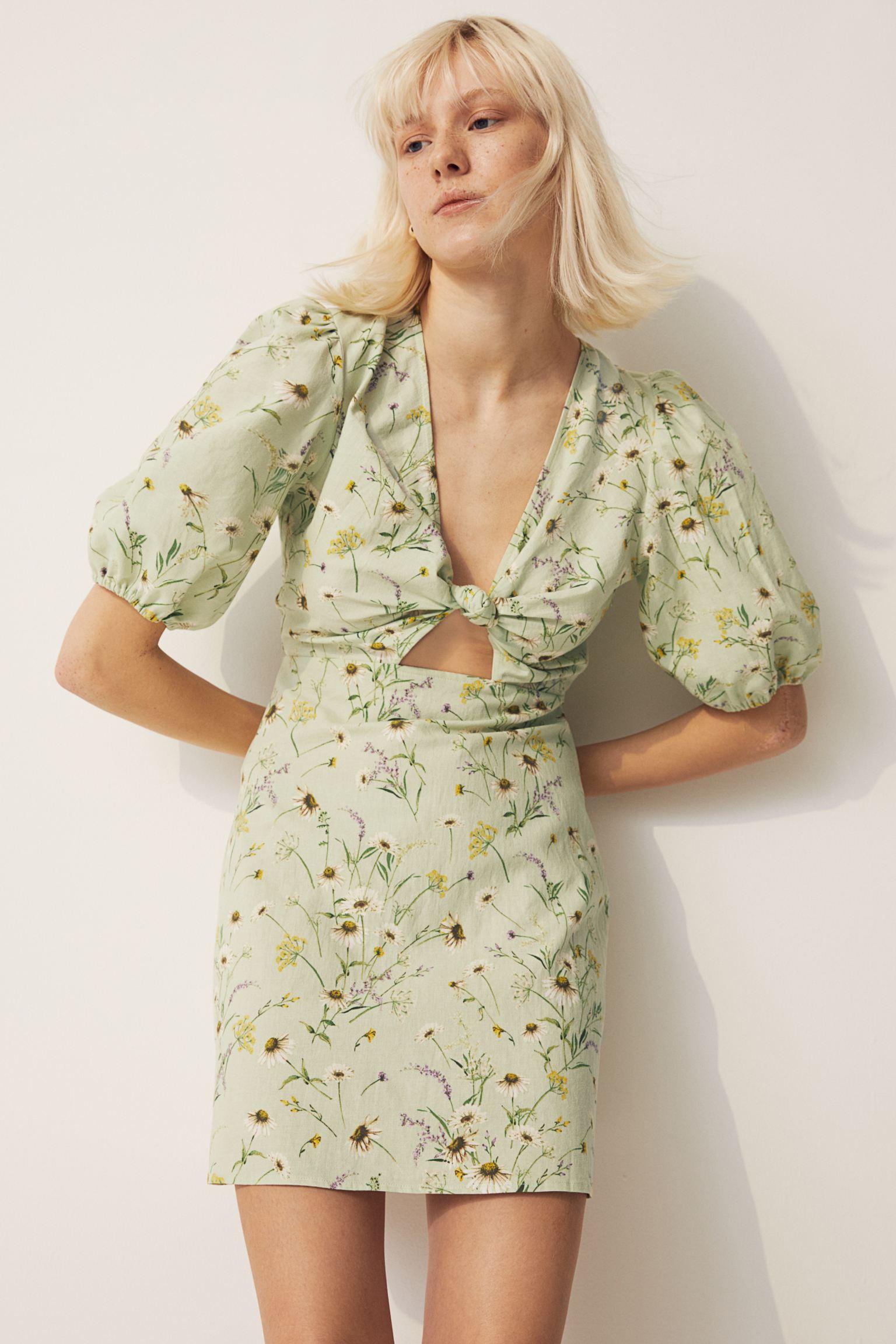 Vestido corto de lino con mangas cortas abullonadas