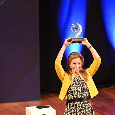 Doblete femenino en los Premios Planeta 2020: Eva García Sáenz de Urturi conquista el galardón por 'Aquitania' y Sandra Barneda se convierte en finalista con 'Un océano para llegar a ti'