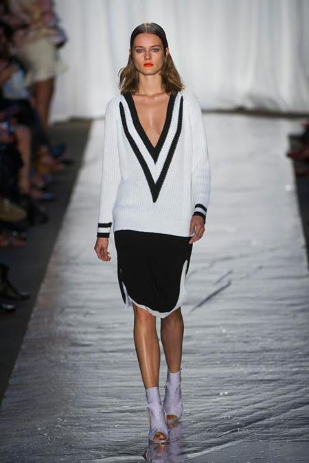 Clonados y pillados: el jersey en V de Rag & Bone, de la pasarela al low-cost