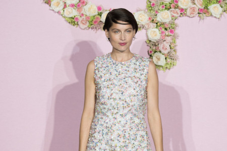 Laetitia Casta tú si que sabes lucir las botas de latex de Dior como Dios manda