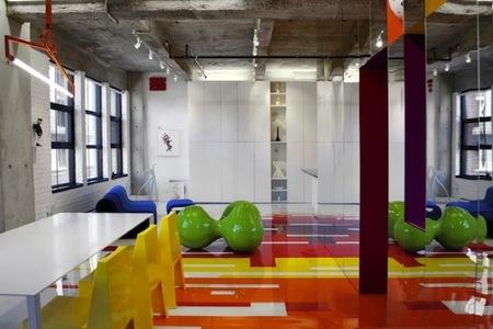 Puertas abiertas: un loft lleno de color