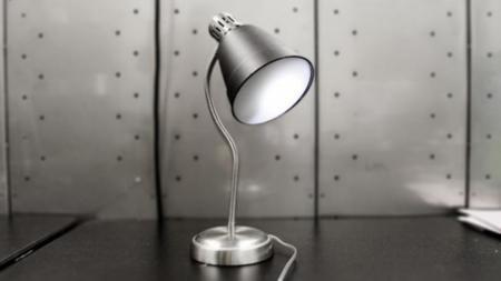 Cuidado con esa lámpara: podría estar escuchando tu conversación y publicándola en Twitter