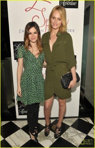 Los looks de primavera de Rachel Bilson y Amber Valletta vestidas Zac Posen en Z Spoke I