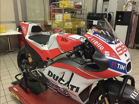 Se filtra una foto de la supuesta Ducati Desmosedici GP17 que pilotará Lorenzo