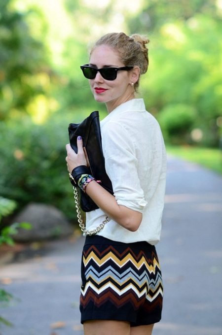 ¿Es un bolso o una pulsera? Cuándo las prendas se unen y forman nuevos complementos...