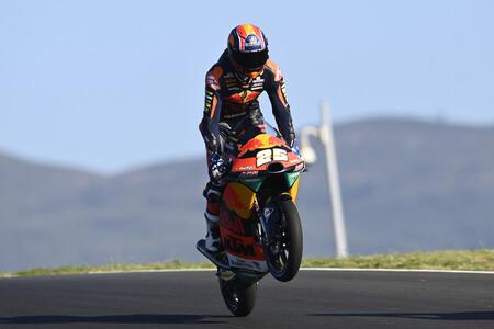 Raúl Fernández se despide de Moto3 con una exhibición en el gran día de Albert Arenas
