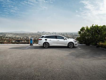 El nuevo Renault Mégane se electrifica con un híbrido enchufable de 160 CV y etiqueta CERO de la DGT