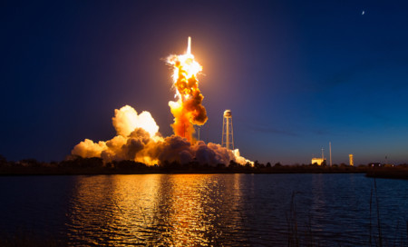 La explosión del cohete Antares en fotografías nunca antes publicadas de la NASA