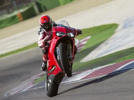 Ducati hace su moto más potente a prueba de torpes