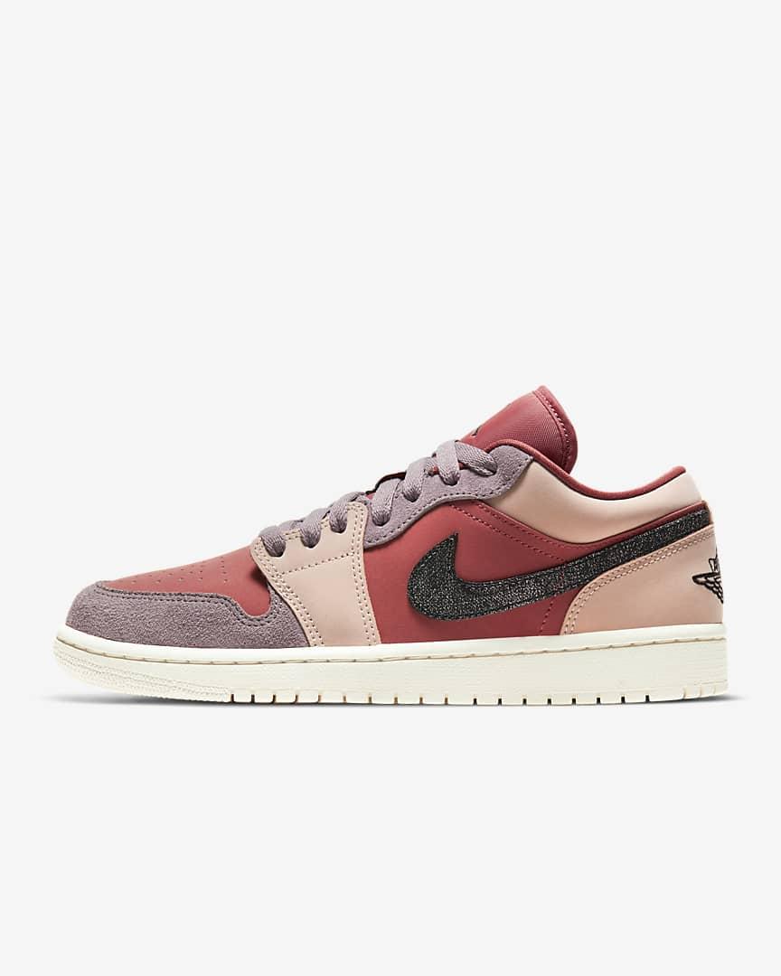 Nike Jordan de caña baja en tonos rosados