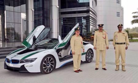 Coche que probamos, coche que se compran. El BMW i8 de la Policía de Dubai