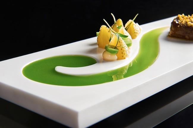 Los platos lucen m s espectaculares con una vajilla de for Vajilla de platos